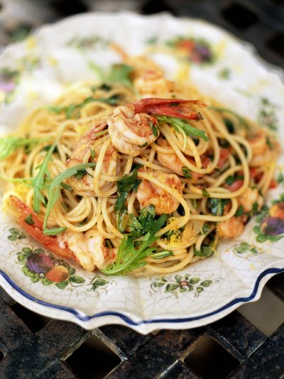 spaghetti-with-prawns-and-rocket